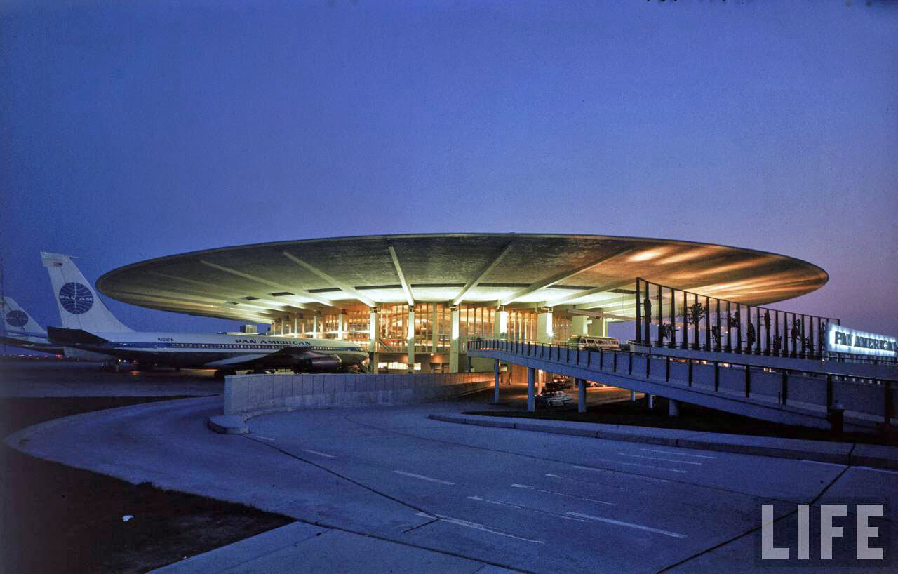 idlewild_jfk_airport-1961_pan-american-terminal-night