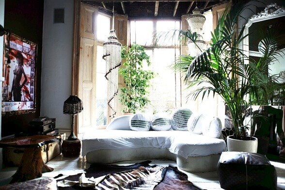 modern-bohemian-home-decor-diy-bohemian-decor-inspiration-shell-chandeliers-and-houseplants-interior